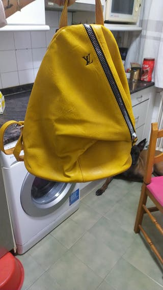 mochila de louis Vuitton mostaza