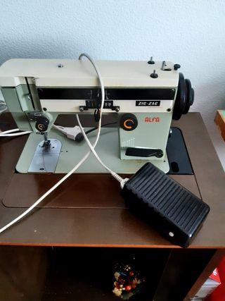 Maquina de coser automática Alfa Zig Zag artesanal