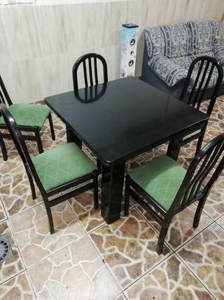 mesa abatible con sillas
