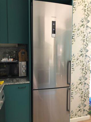 Nevera combi - frigorífico congelador. Siemens
