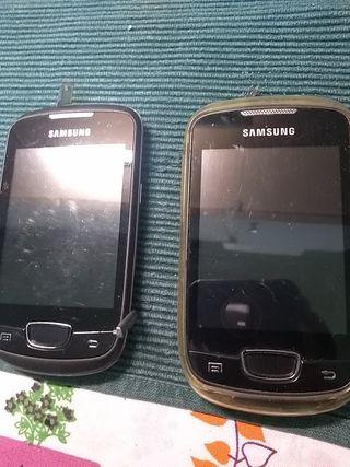Samsung con camara y funda y el otro de regalo