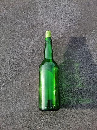 Botellas sidra vacias