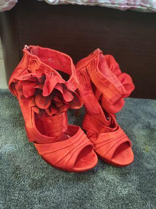 Zapato alto de fiesta rojos