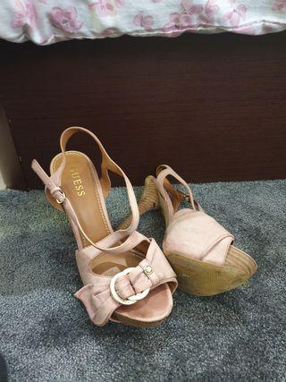 zapato alto rosado Guess