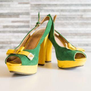 Zapatos de tacón lazo