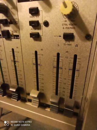 mixer taul d mescles Behringer MX2004A