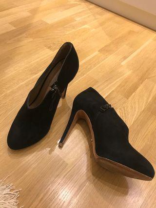 Zapatos abotinados uterque del número 37