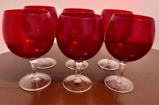 Juego de copas rojas