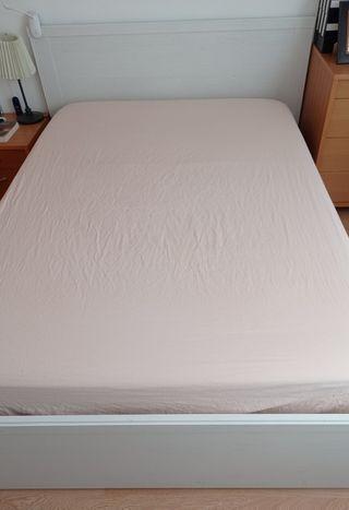 Estructura de cama con cabecero
