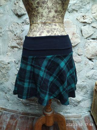Falda escocesa con vuelo