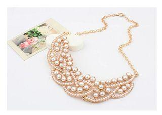 collar de perlas gargantilla dorada