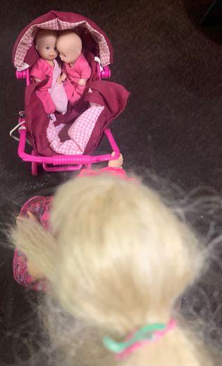 Barbie con bebé mellizos