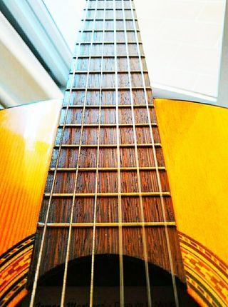 Guitarra de calidad, maleta incluida