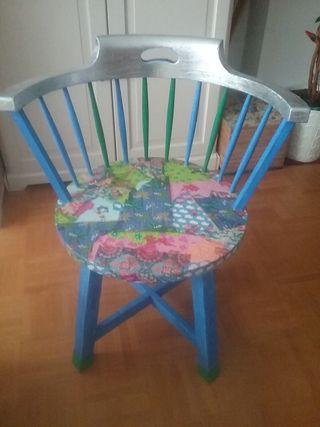silla decorada con decoupage y pan de plata