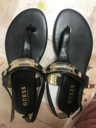 Sandalias nuevas de la marca guess