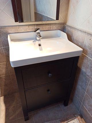 Mueble, lavabo, espejo y grifo