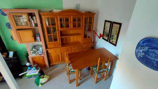 aparador, mesa y sillas