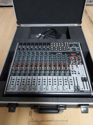 mesa de mezclas Behringer Xenyx X2222USB