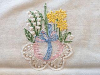 DOS mantel antiguo individual. Blancos y bordados.