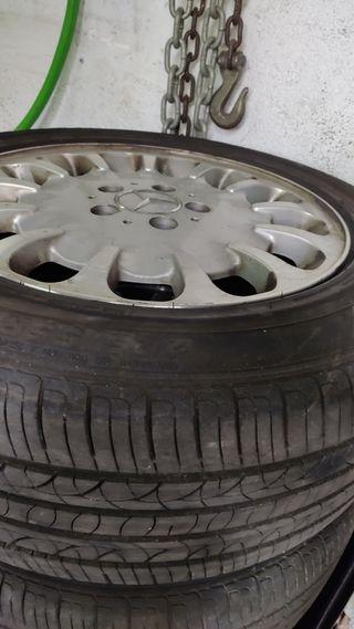 llantas con neumáticos casi nuevos