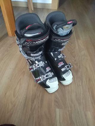botas de esquí nórdica.