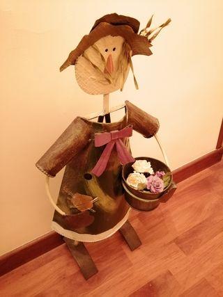 Escultura con macetera o florero