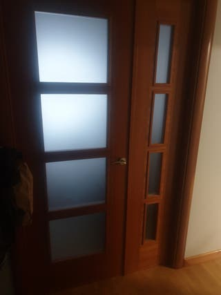 puerta de salón con cristales