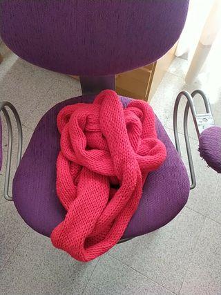 Bufanda roja hecha a mano