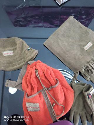 mochila, gorro, guantes, bufanda