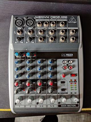 Behringer Xenyx Q802Usb (mesa de mezclas)