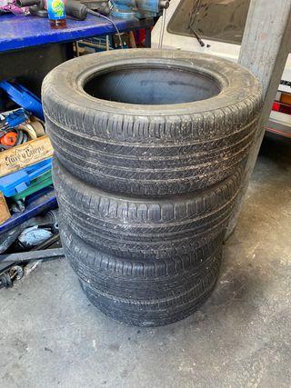 Cuatro neumáticos Michelin 235/55 R 17 99 H