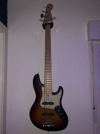 Bajo Fender American Deluxe 5 Cuerdas