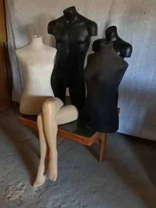 maniquíes femenino y masculinos y piernas.