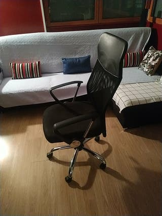 silla ergonómica de oficina con ruedas como nueva