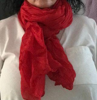 Pañuelo o bufanda roja mujer