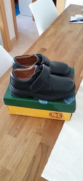 zapatos piel negros 28