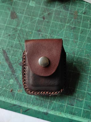 Funda de zippo artesanal.