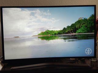 """Samsung 40"""" 4K Smart TV Pantalla Curva Como Nueva"""