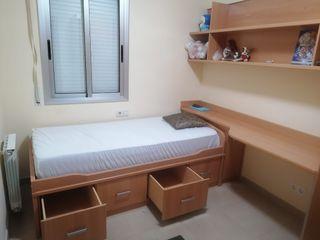 Habitación entera: cama, escritorio y estanteria