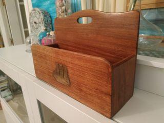 Mueble para cartas de madera tropical