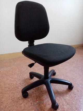 Silla negra para despacho