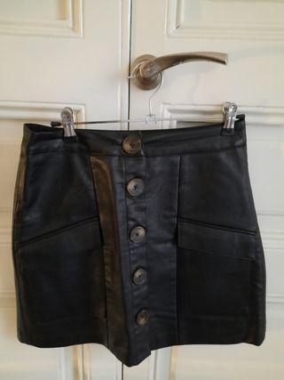 falda de piel negra stradivarius