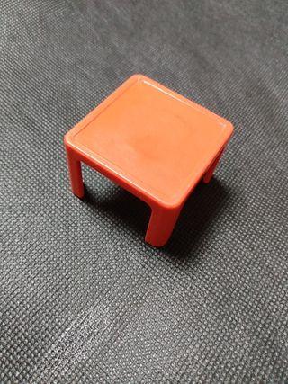 playmobil, mesa roja