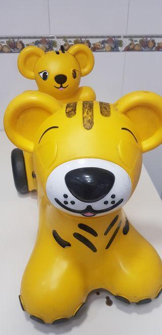 Andador, correpasillos modelo tiger.