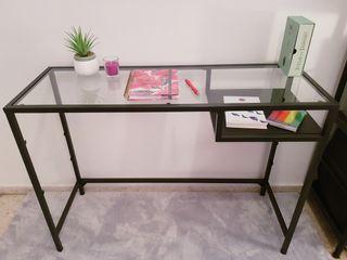 Elegante escritorio metálico