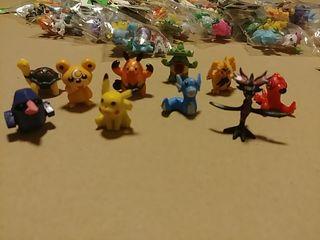 LOTE ALEATORIO de 5 minifiguras Pokemon