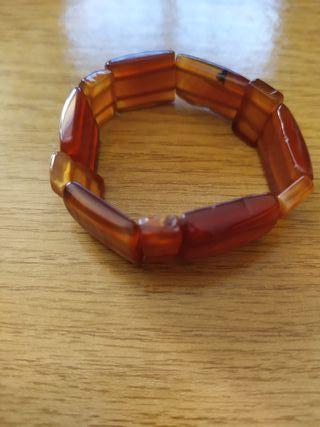 Pulsera de mineral color marrón anaranjado
