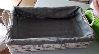 cesta de mimbre con forro y asas