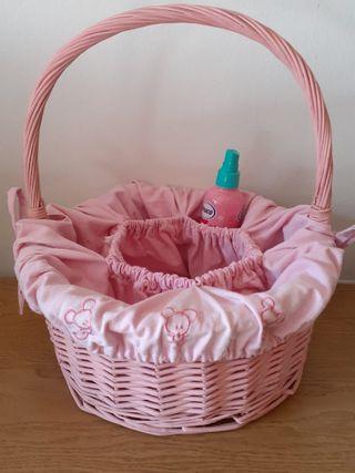 Canastilla mimbre bebe rosa