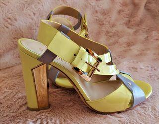 Sandalia amarilla y gris de Greymer